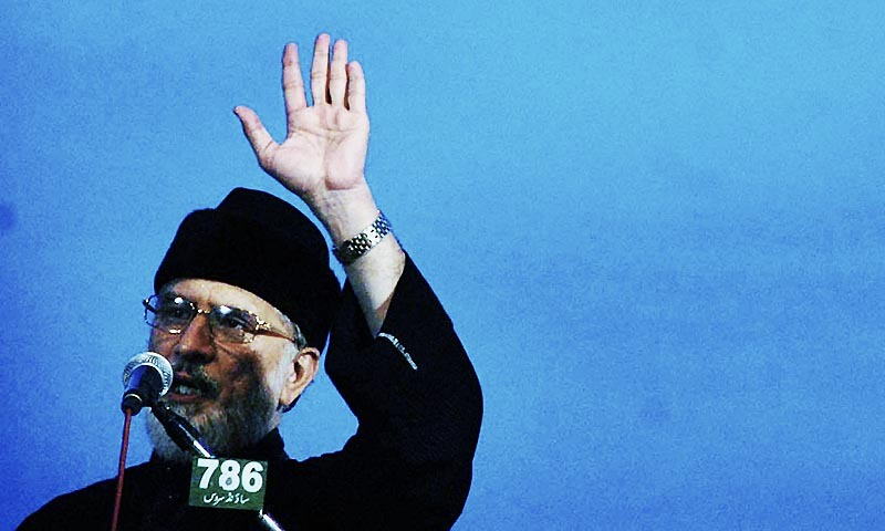 Chief of Pakistan Awami Tehreek Dr Tahirul Qadri addressing the participants of Inqilab March during sit in protest in front of Parliament House.— Photo by Online