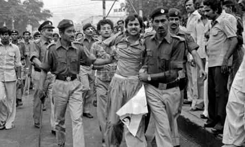 Journalists courting arrest in protest against  censorship and newspapers' closure in 1978