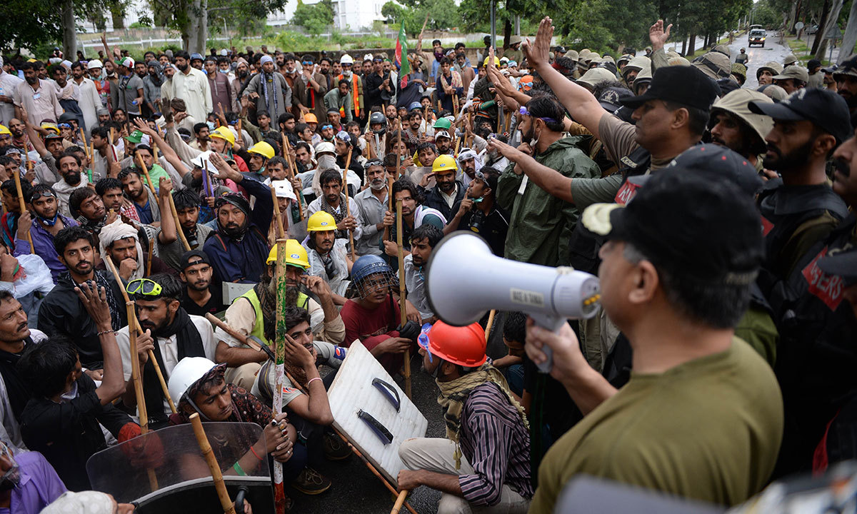 Army soliders stop protestors after clashes with anti-government demonstrators and police near the prime minister's residence in Islamabad on September 1, 2014. — AFP