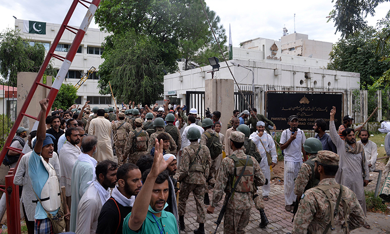 Soldiers arrive to enter the headquarters of state-owned Pakistani Television (PTV) after the building was stormed by supporters of Qadri — AFP Photo