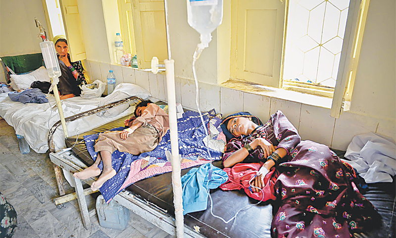 PATIENTS being treated at the Chhachhro government hospital.—Fahim Siddiqi / White Star