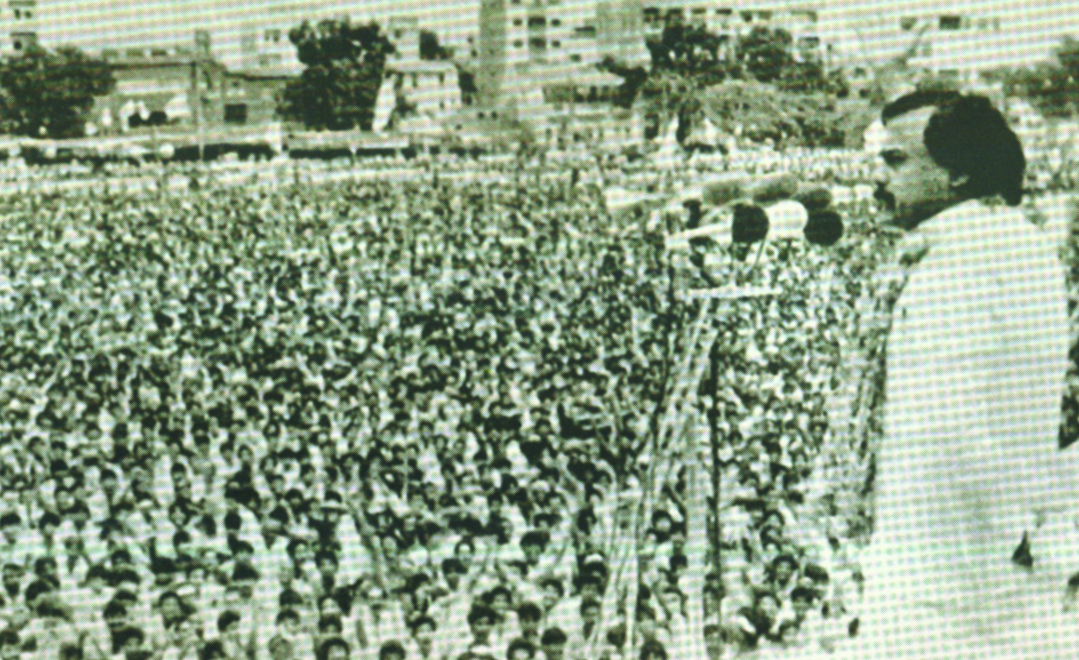 Altaf Hussain addresses a crowd at MQM's first convention at Nishtar Park, Karachi, August 1986. Photo courtesy: Pictoral Biography of Altaf Hussain