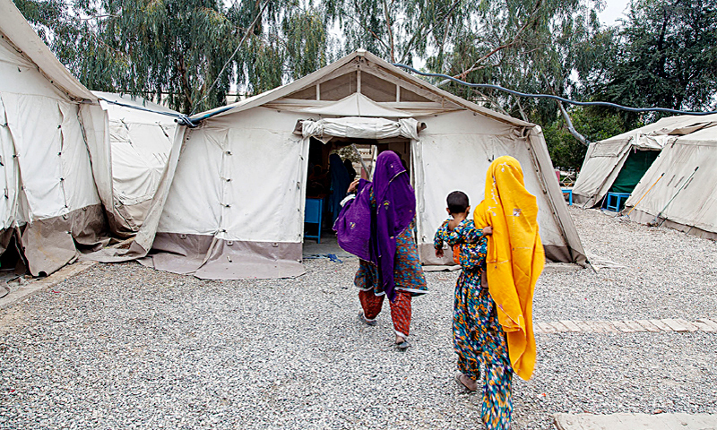 Women walking to a health centre in Dera Murad Jamali