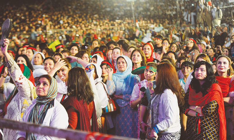 ISLAMABAD: A view of the PTI sit-in on Saturday after the completion of 30 days since the protest began last month.—Tanveer Shahzad / White Star