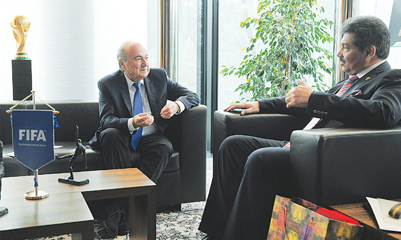 PFF chief Faisal Saleh Hayat meets FIFA president Sepp Blatter during his visit to the FIFA House in Zurich last week.—courtesy PFF