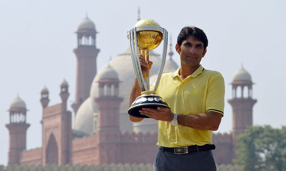 Pakistani cricket team skipper Misbah-ul-Haq poses with ICC World Cup 2015 trophy during a ceremony in front of Badshahi Masjid in Lahore. — Photo by AFP