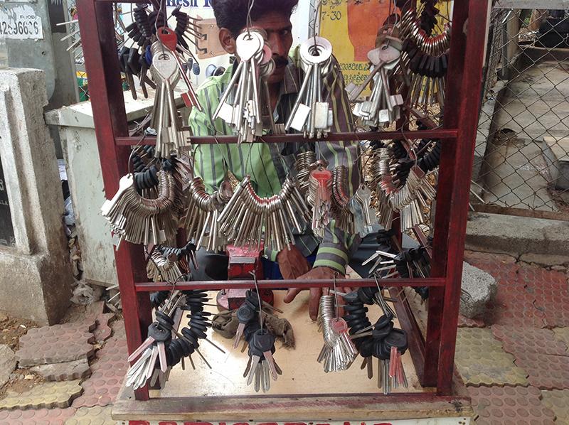 چابی والے کی یہ دکان پاکستان میں ہے یا انڈیا میں؟ آپ ہی بتائیں۔