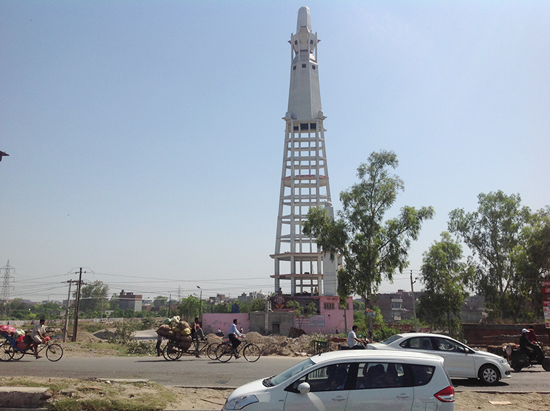 The mandir spire had to abandon the traditional method of construction and instead adopted the one used to build large water tanks to reach the skies.
