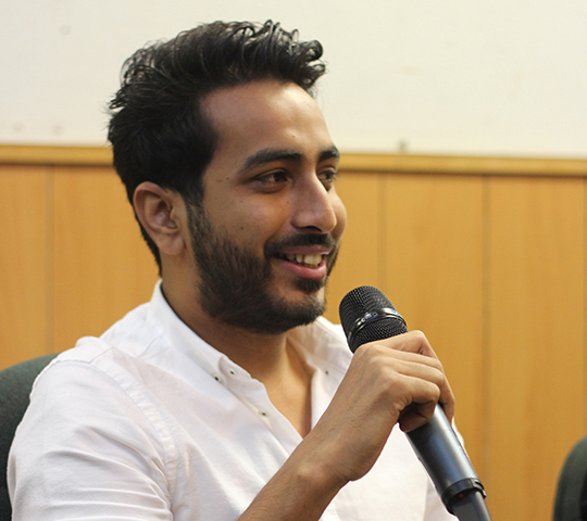 Director Nabeel Qureshi answers a question related to the production of Na Maloom Afraad. — Photo by Muhammad Haseeb Halai