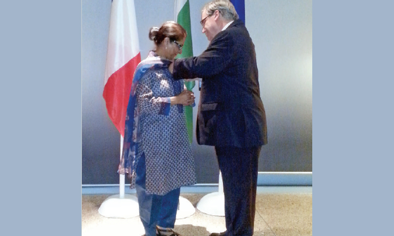 French envoy Philippe Thiebaud confers the Officier de la Legion d'Honneur on Asma Jahangir on Oct 4, 2014. ─ Dawn/File