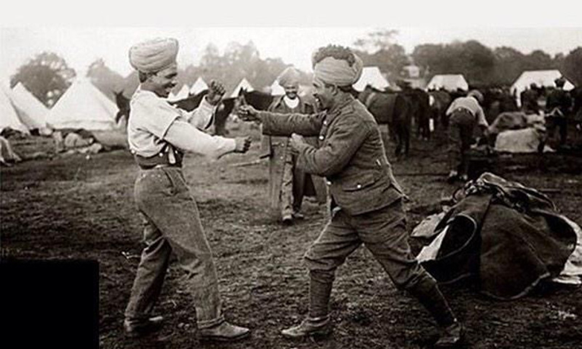 3rd (Lahore) Division soldiers sparring.
