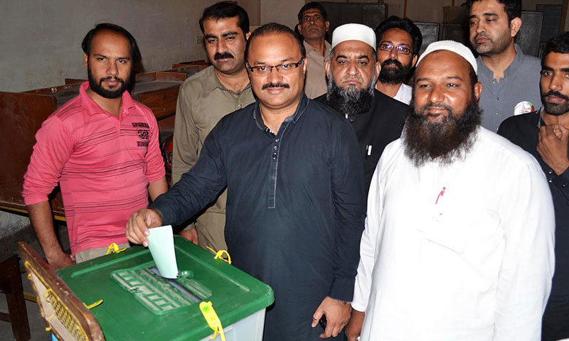 Malik Amir Dogar casts his vote at a polling station in Multan's NA-149 on Thursday. – Photo by Online