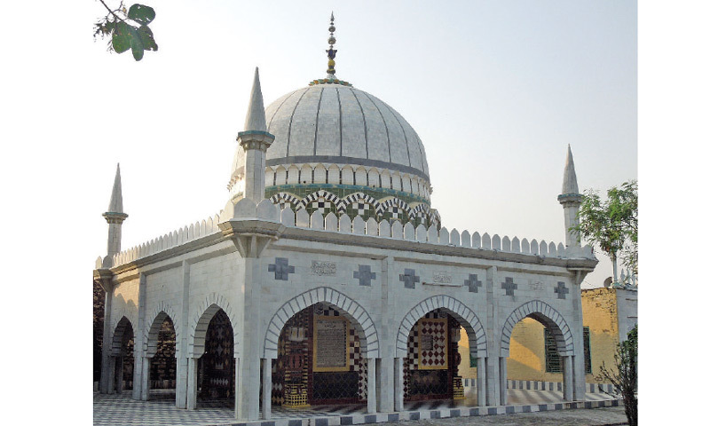Shrine of saint Sahibzada Abdul Hakim built in 1993. It has four minarets and a central dome - typical of Muslim architecture.