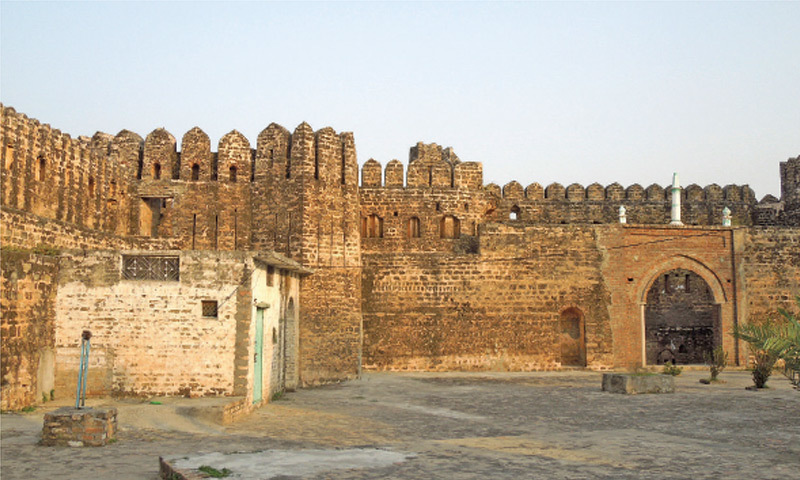 The inner view of Sangni Fort. The courtyard is well maintained by the devotees.