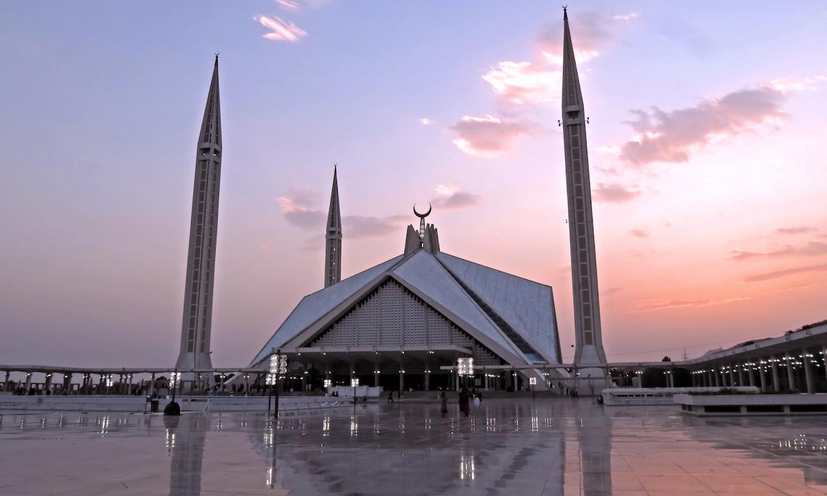 شاہ فیصل مسجد، اسلام آباد— فوٹو علی مجتبیٰ