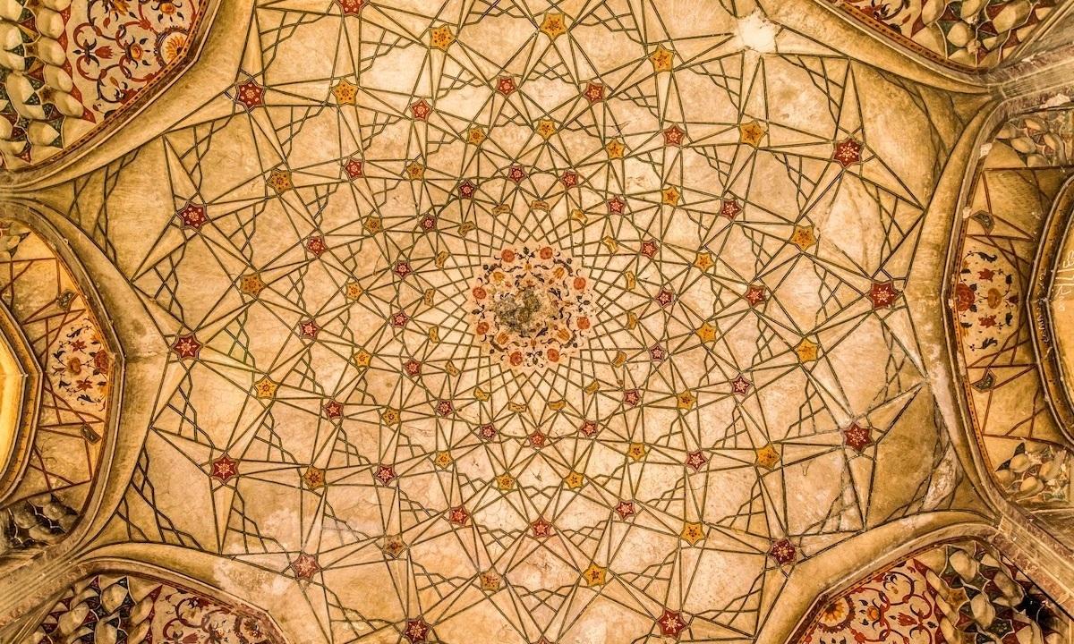 دائی انگا کا مقبرہ، لاہور— فوٹو محمد اشعر