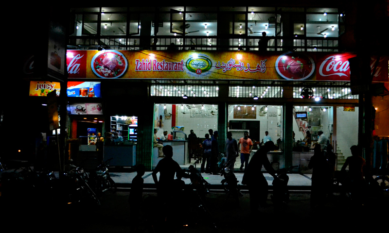 Zahid Nihari on Tariq Road. – Photo credits: Iman Mufti