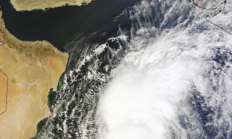 خلاء سے لی گئی سمندری طوفان نیلوفر کی ایک تصویر۔ —. فوٹو بشکریہ ناسا