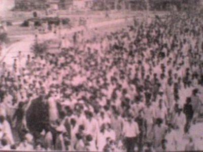 Anti-PPP student groups protest at the campus of the Karachi University during the anti-Bhutto movement in April 1977.