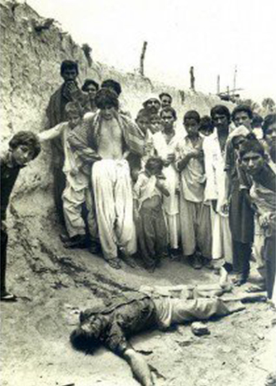 People surround the body of an MRD activist shot by Zia's troops in Dadu, Sindh (1983).