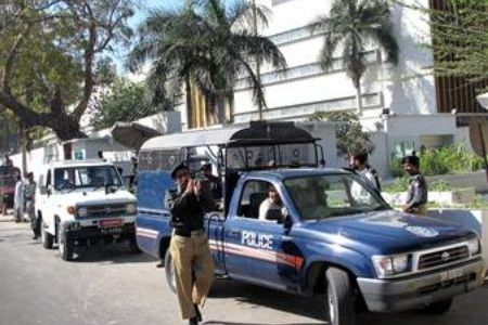 Security outside the US Consulate in Karachi (2002).
