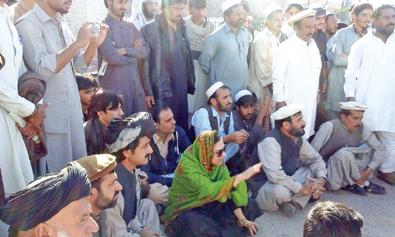 MNA Marvi Memon leads a sit-in outside the central jail in Bannu on Saturday to demand release of the internally displaced persons. — Dawn