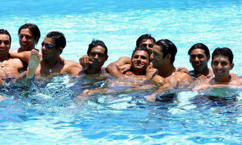 Too many captains in one pool. — Photo courtesy Rashid Latif's archive.
