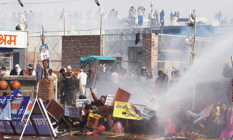 Police clash with supporters of guru in India; 190 injured