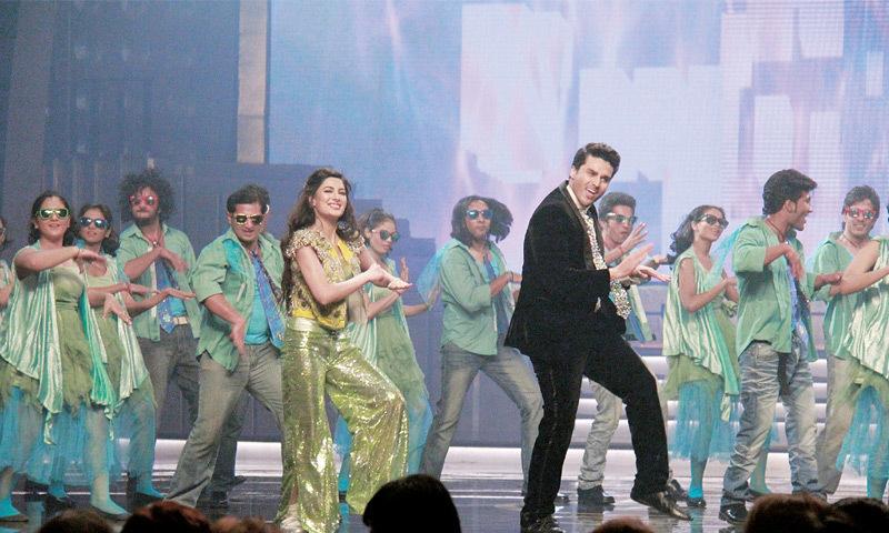 Performing with Ahsan Khan at the Hum Awards in Karachi.