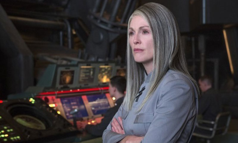 Julianne Moore dons a gray wig and conceals her signature red locks as President Alma Coin. – Photo credit: IMDB