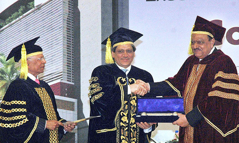 President Mamnoon Hussain receiving the Doctorate Award by Sindh Governor Dr. Ishrat-ul-Ebad Khan at Convocation 2014 of IBA. — APP