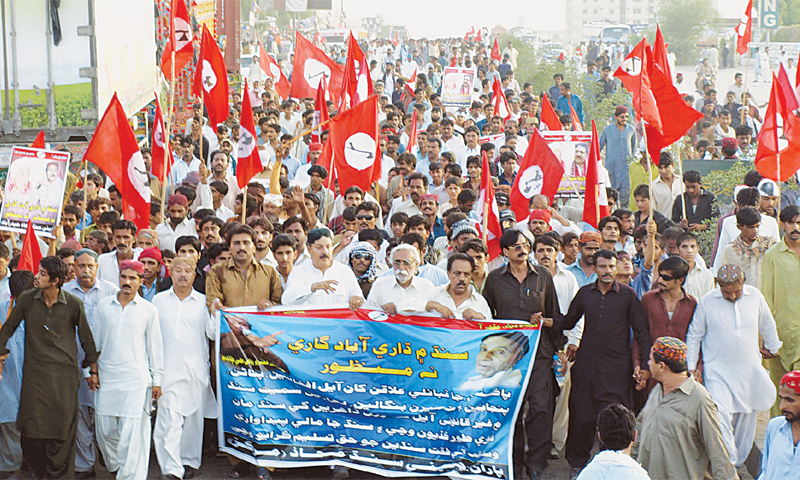 Jeay Sindh Mahaz activists hold a protest rally on Hyderabad bypass. —Dawn/file