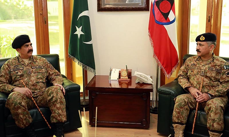 Chief of Army Staff (COAS) General Raheel Sharif in meeting with Corps Commander Lieutenant General Hidayat Ur Rehman during his visit to Corps Headquarters. — INP