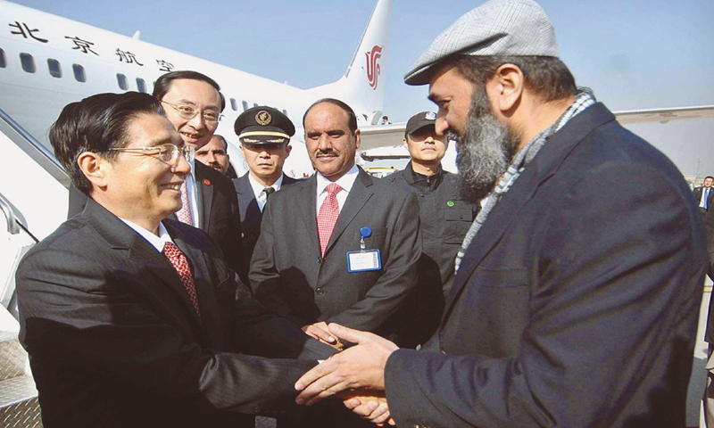 ISLAMABAD: Minister of State for Education Muhammad Balighur Rehman receiving Chinese Minister for Public Security Guo Shengekun and his delegation here on Sunday.—APP
