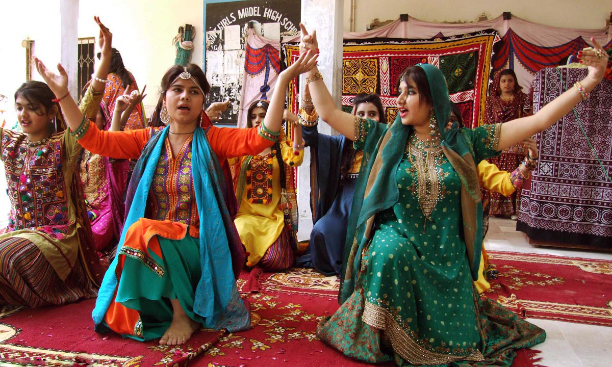 Students dance on Sindhi folk music during Sindhi Cultural Week at a school in Hyderabad. — ONLINE