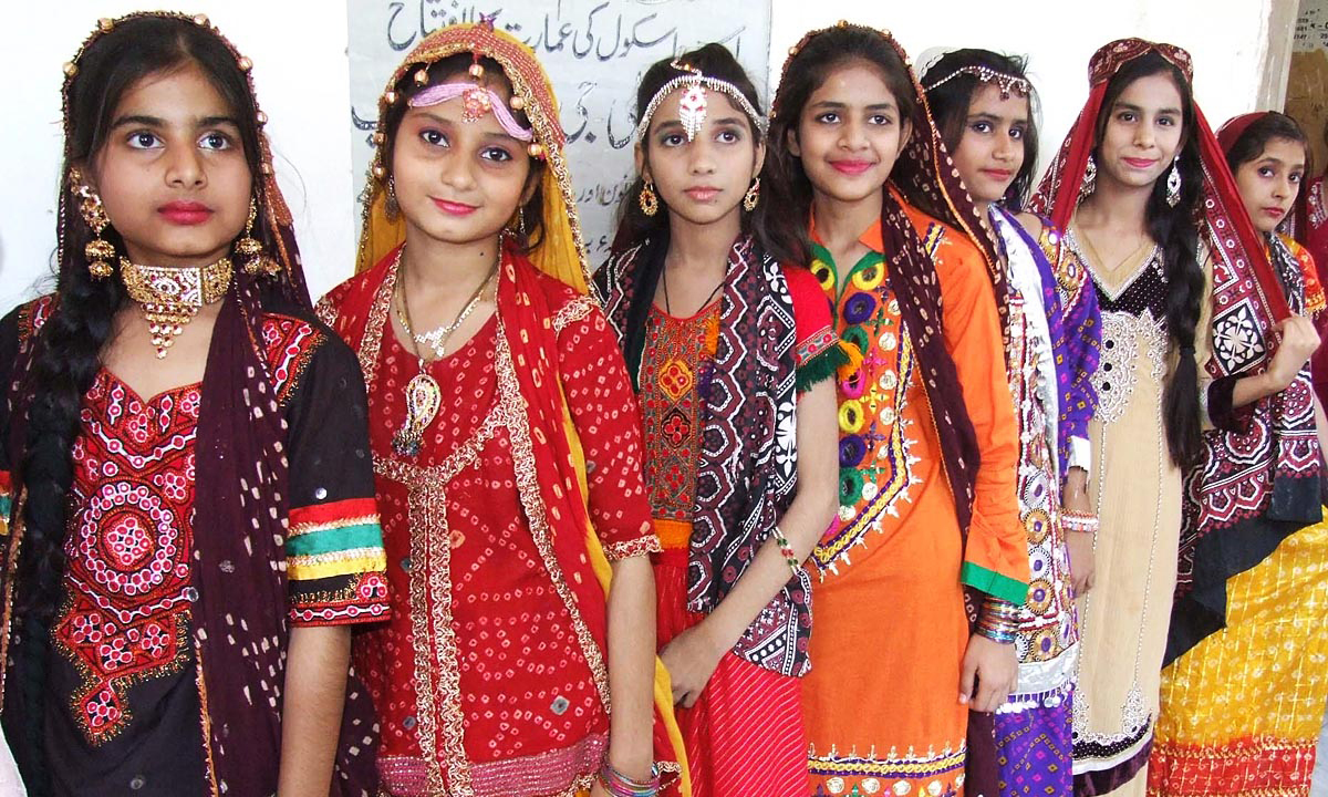 pakistani art and culture essay