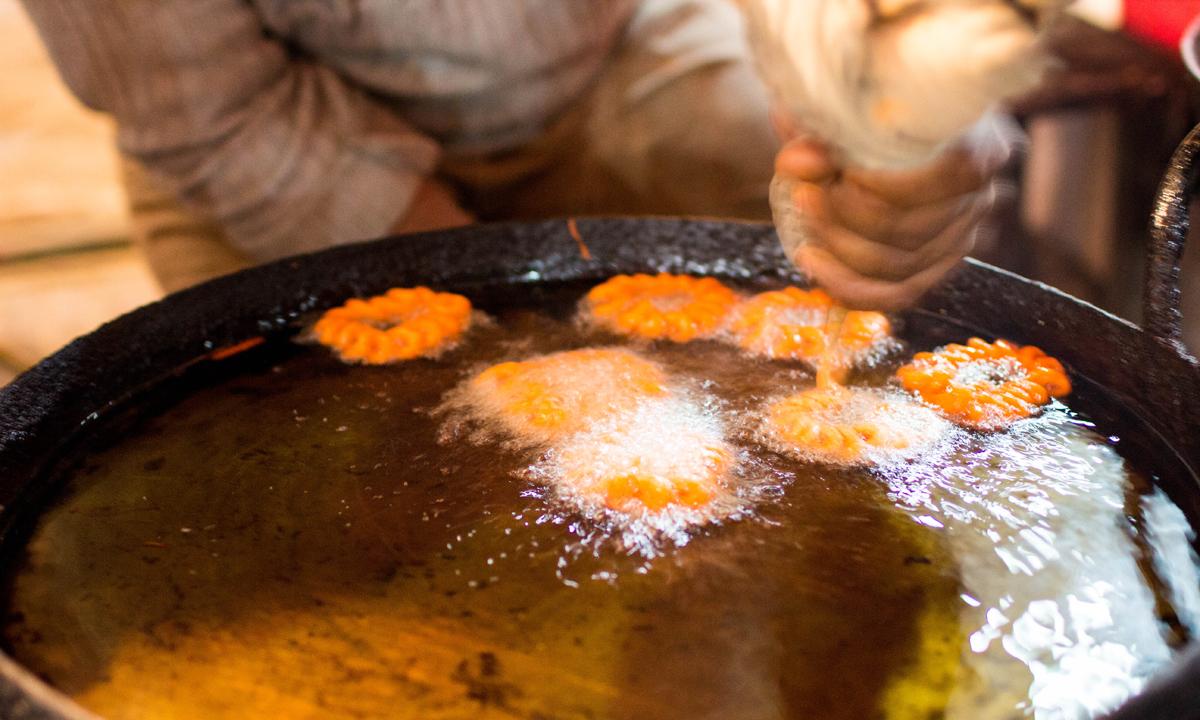 A vendor prepares amarti. — Photo by Muhammad Umar