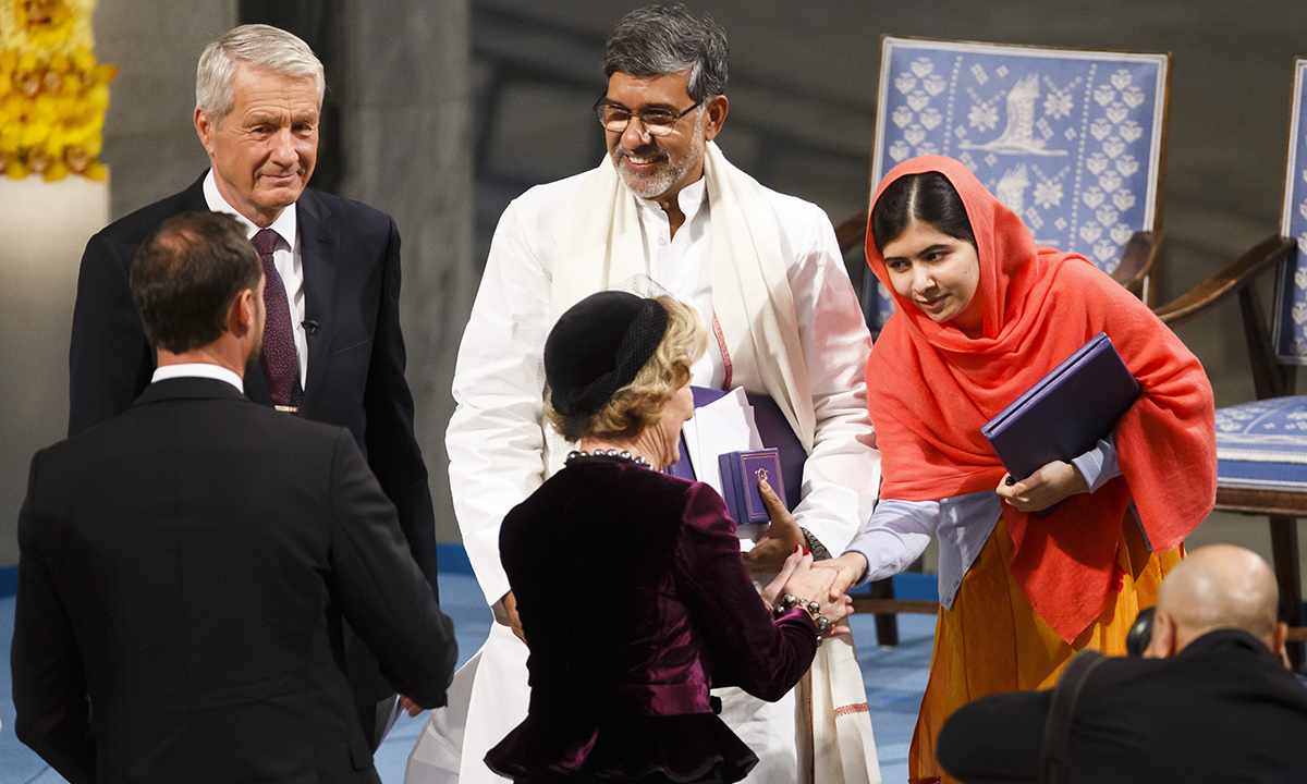 Nobel Peace prize laureate Malala Yousafzai, right, shakes hands Queen Sonja of Norway, with fellow laureate Kailash Satyarthi, centre.— AP