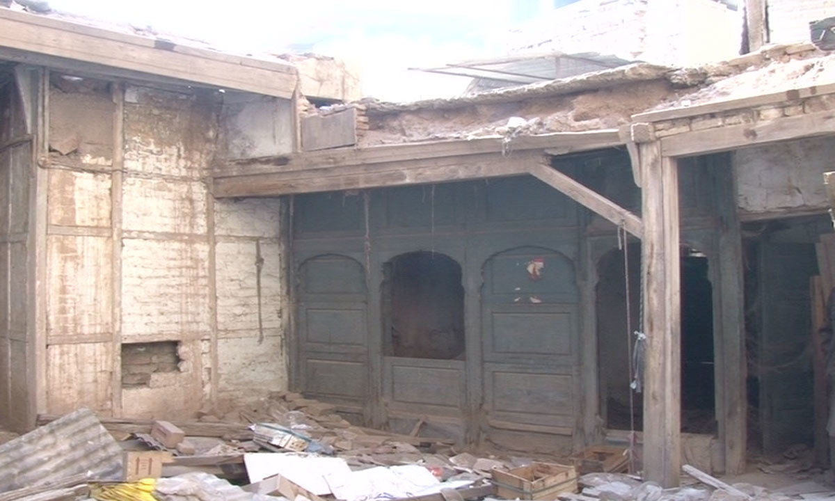 Dilip kumar 39 s peshawar house in a shambles as legend turns 92 pakistan dawn com - Photo of houses ...
