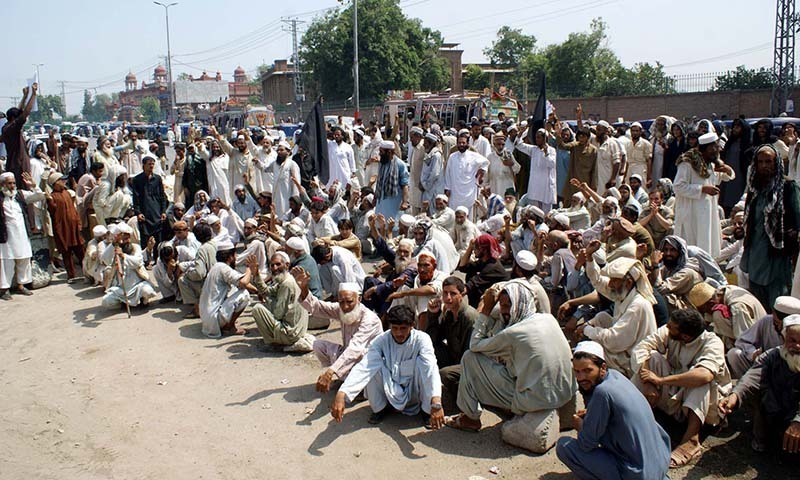 Internally Displaced Persons (IDPs) of Bara Khyber Agency chant slogans in favor of their demands during protest demonstration outside Governor House building in Peshawar.—PPI/file