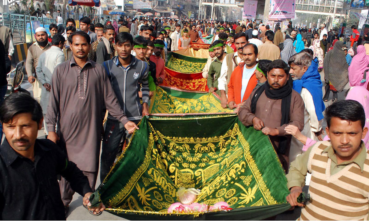 Devotees arrive at the Mazar of saint Hazrat Data Ganj Bakhsh in Lahore - INP
