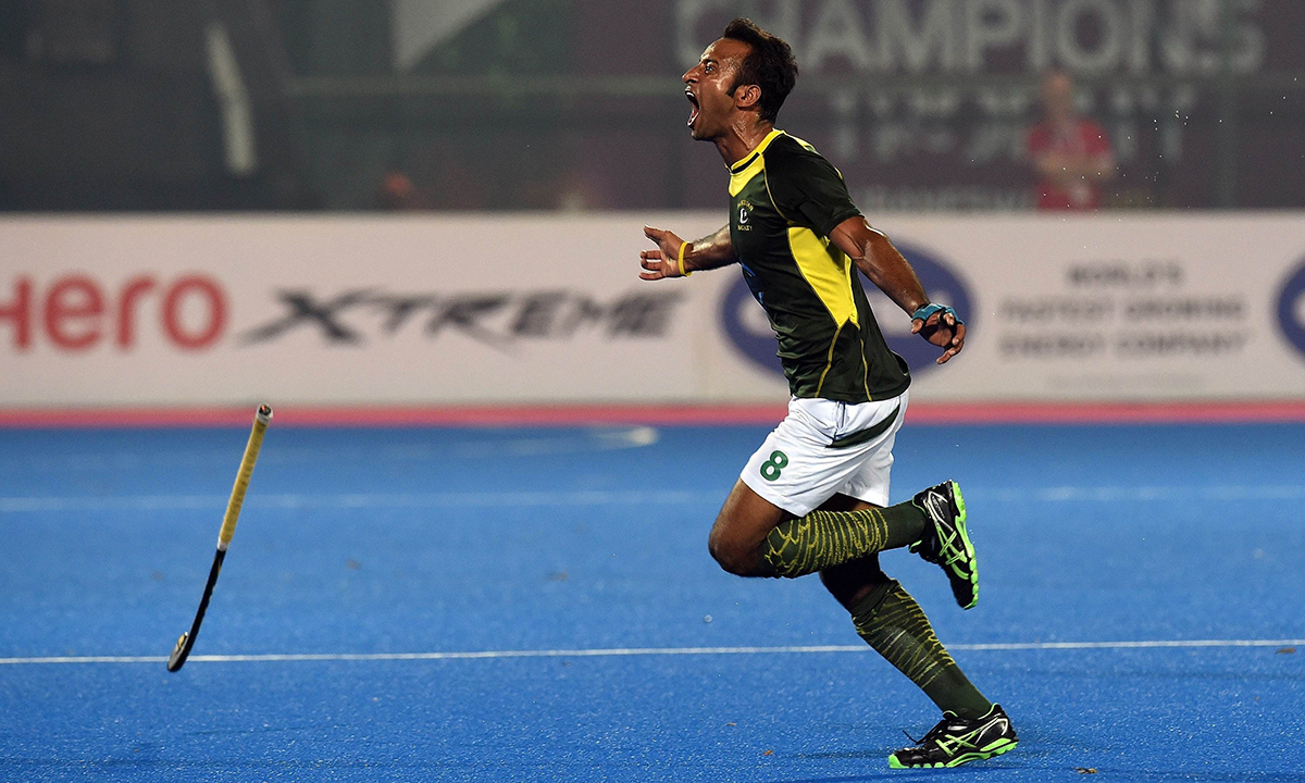 db8ece2a2d0 Pakistan hockey player Mohammad Irfan celebrates his team s victory over  India during their Hero Hockey Champions