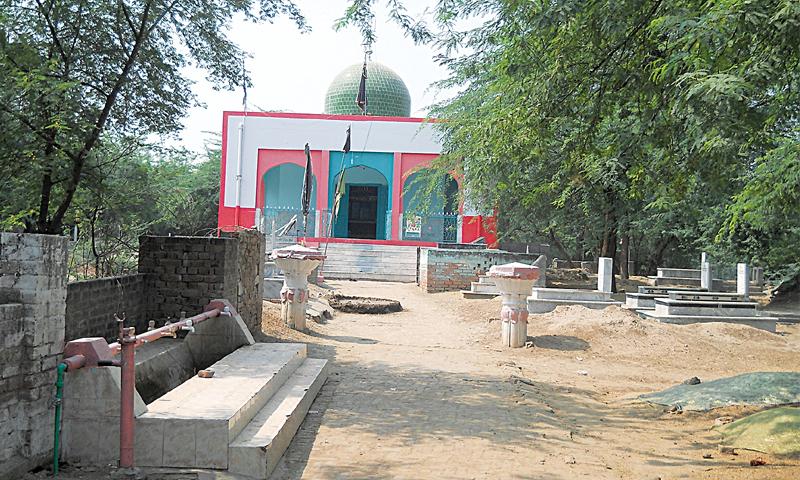 Village graveyard around Shah Shams'mazaar