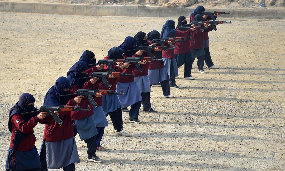 Police commandos aiming their assault rifles. — AFP