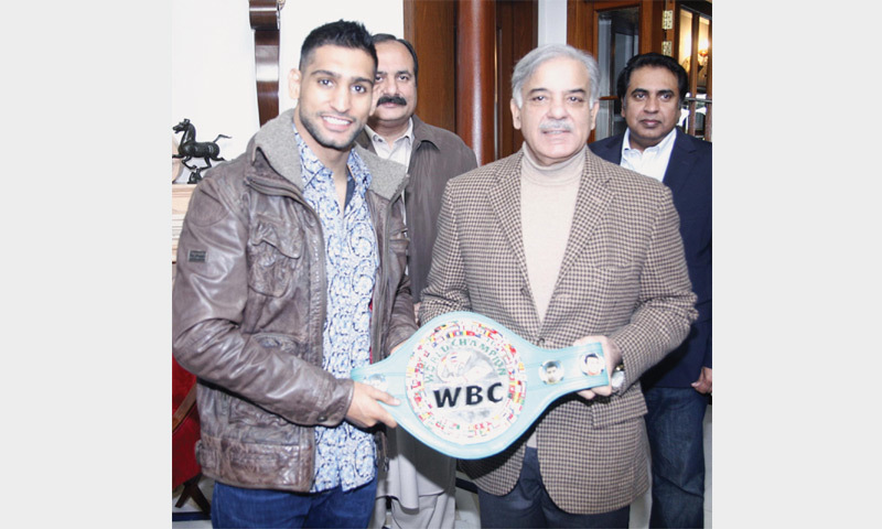 Star British boxer Amir Khan and Punjab Chief Minister Shahbaz Sharif pose after their meeting on Sunday. — INP