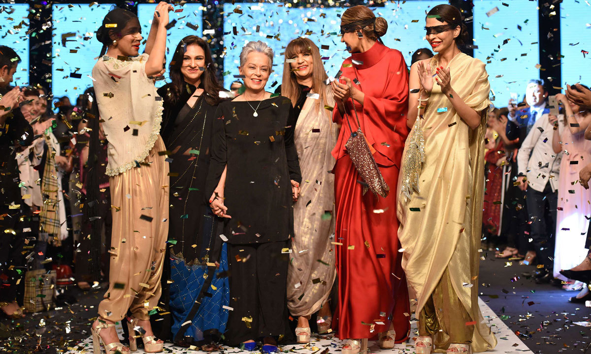 The Big Sana Safinaz Finale Maheen Khan S Comeback And Other Fun Facts About Fpw Winter Festive 2017 Desi Akhbar