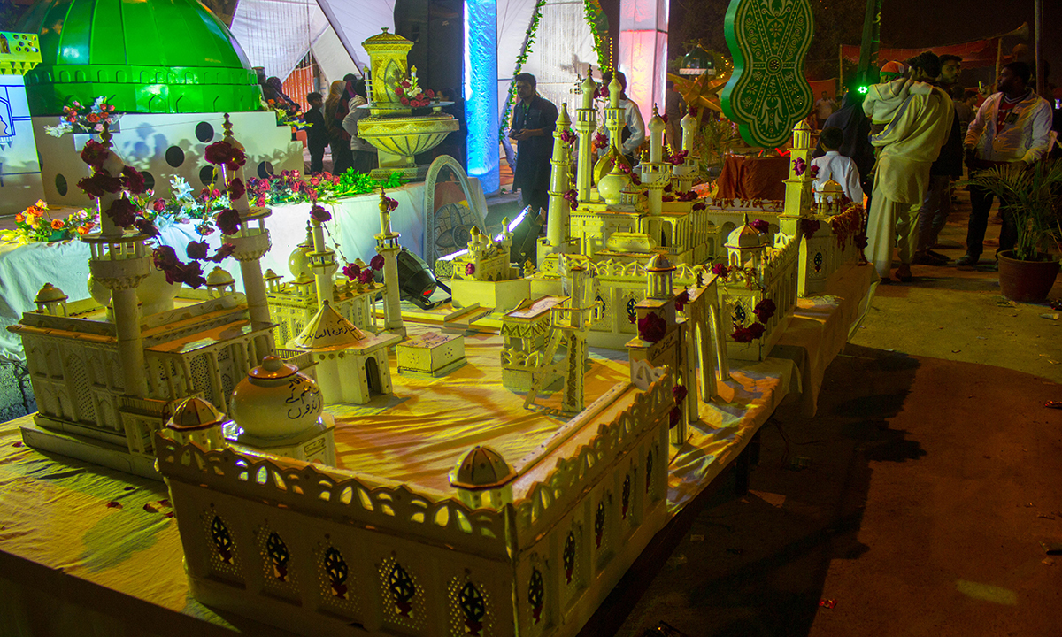 Models of Masjid-e-Nabvi and other holy places placed at a street in Karachi. — Muhammad Umar