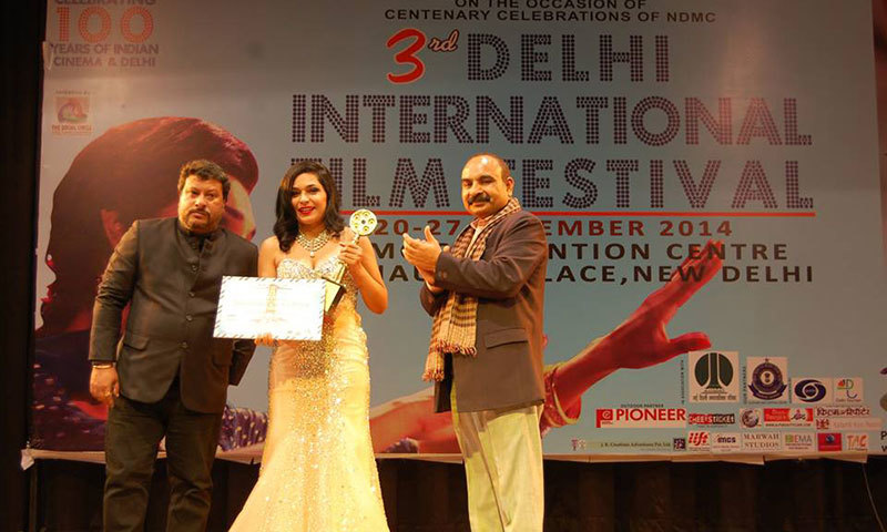 Meera with the award at the Delhi International Film Festival. — Photo Courtesy: Hotal's Facebook Page