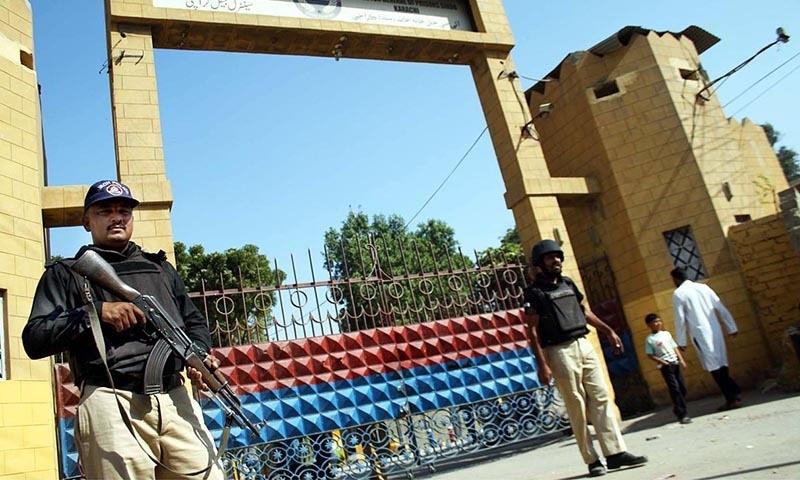 Policemen standing alert to avert any untoward incident outside Karachi Central Jail.  — Online/file
