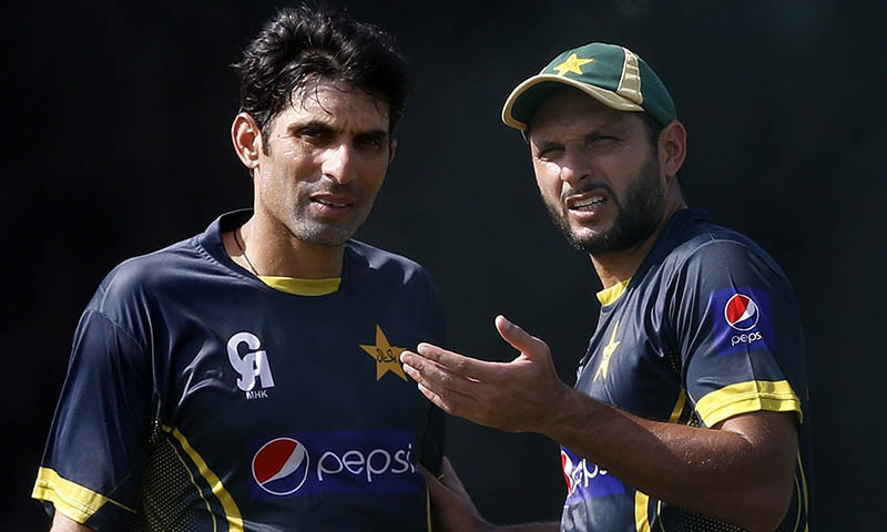Shahid Afridi (R) talks with Misbah-ul-Haq during a practice session.—Reuters/File